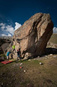 Bouldering in Miyar Nala (Photo: Sharad Chandra)