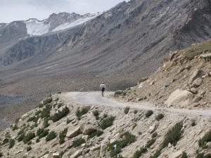 Ray on the approach to Khardung La (Photo: Shyam G Menon)