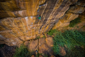 Gaurav climbing Ganesha in Badami (Photo: Sharad Chandra)