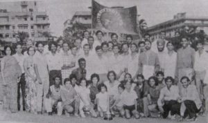 Tracktrotters athletes and some of their parents with th Jameson Trophy in 1975 (Photo: copied from the club's 16th anniversary souvenir)