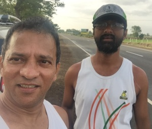 Satish and Ramesh during the Mumbai-Shirdi run (Photo: courtesy Ramesh Nair)