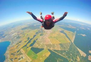 Samar skydiving in New Zealand (Photo: courtesy Samar Farooqui)