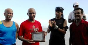 KC Kothandapani with a memento after the 2012 Bandra-NCPA anniversary run. Also seen are Giles Drego, Milton and Ram Venkatraman (Photo: courtesy Mani Iyer)