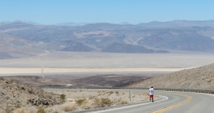 Panoramic view of runner and the course of the Badwater Ultramarathon (Photo: courtesy Vijayalakshmi Nadar)