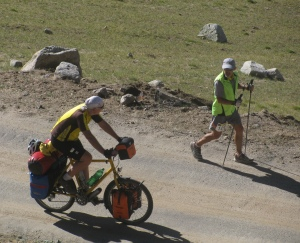On the ascent to Wari La; Mark and Peter, the cyclist (Photo: Shyam G Menon)