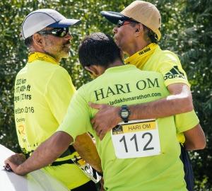 Cdr. Sunil, Hari Om and Capt. Rajesh (Photo: courtesy La Ultra / navy team)